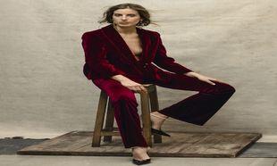 Berta Bernad lleva esmoquin de terciopelo de PATRIZIA PEPE y salones...