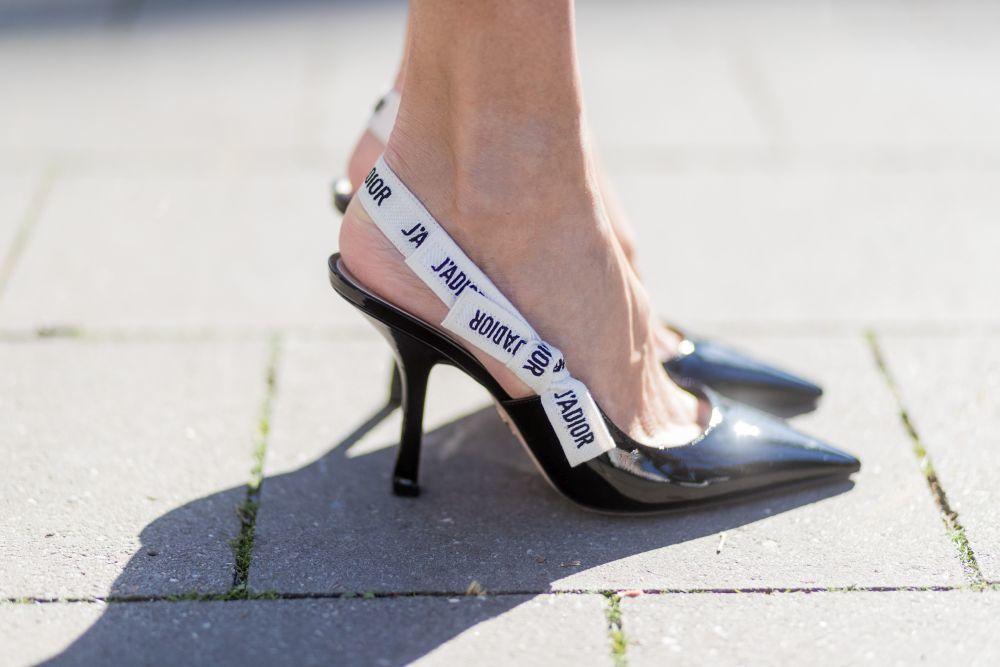 Zapato de salón destalonado