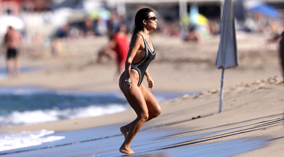 Kourtney Kardashian presume de una esbelta figura a sus 38 años y...