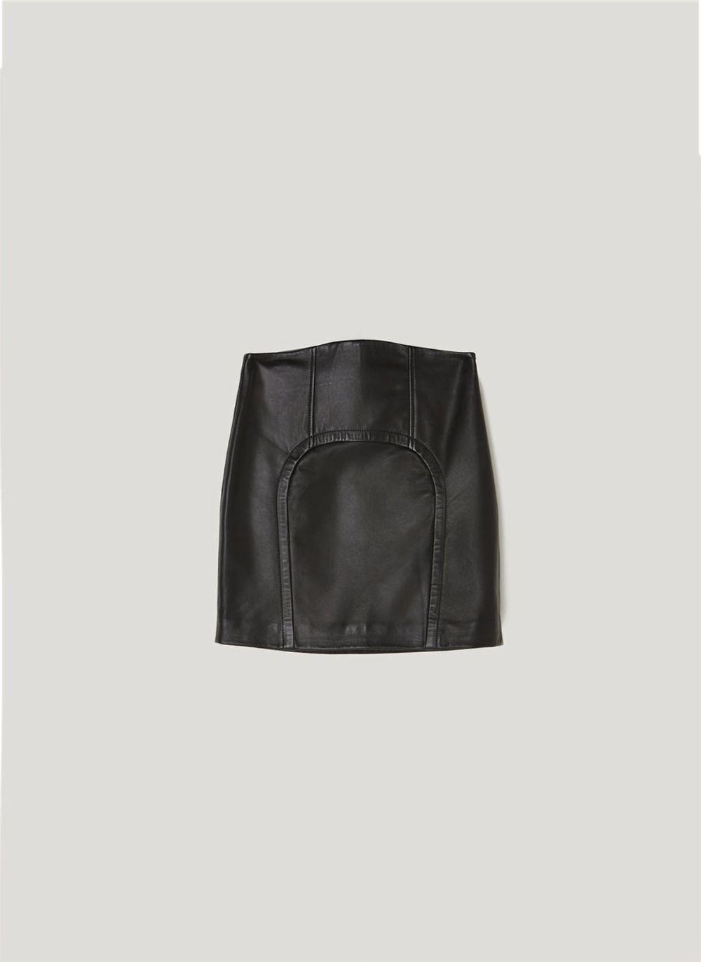 Minifalda de piel, Uterque (150 euros).