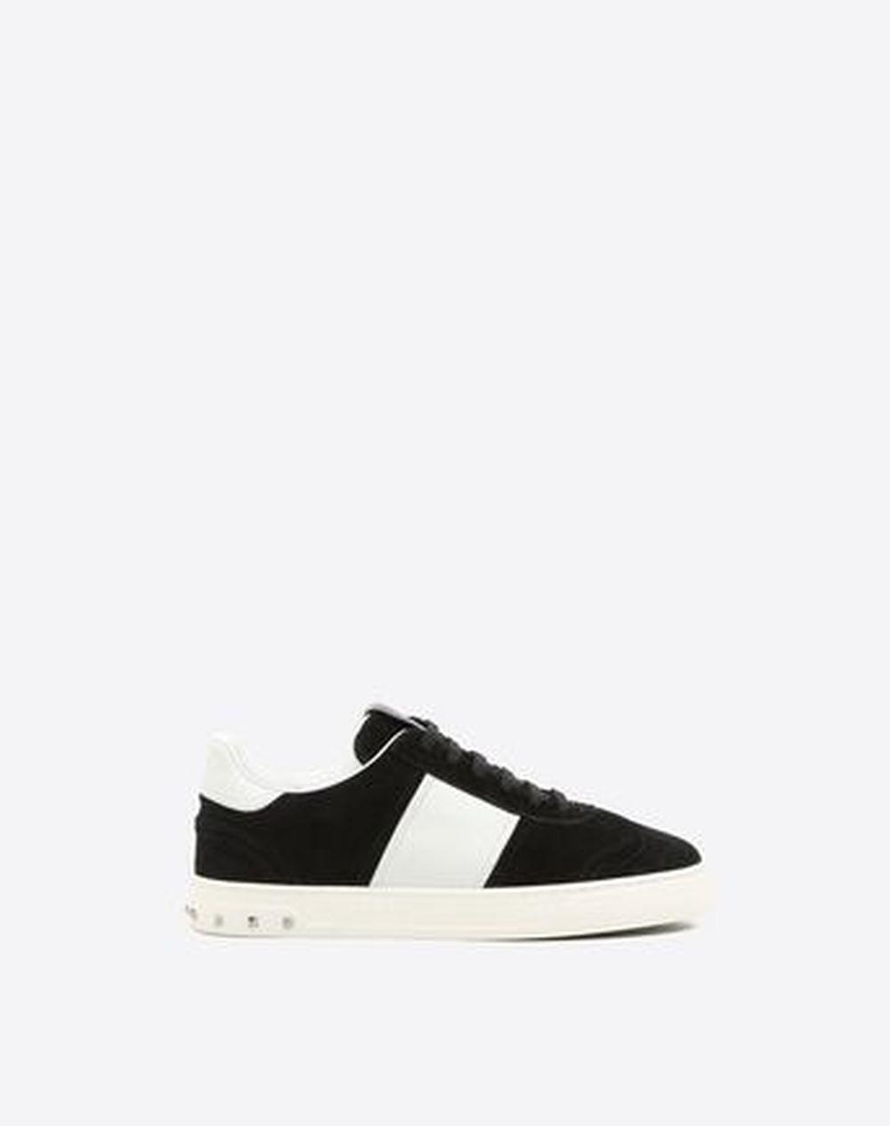 Sneakers, Valentino (490 euros).