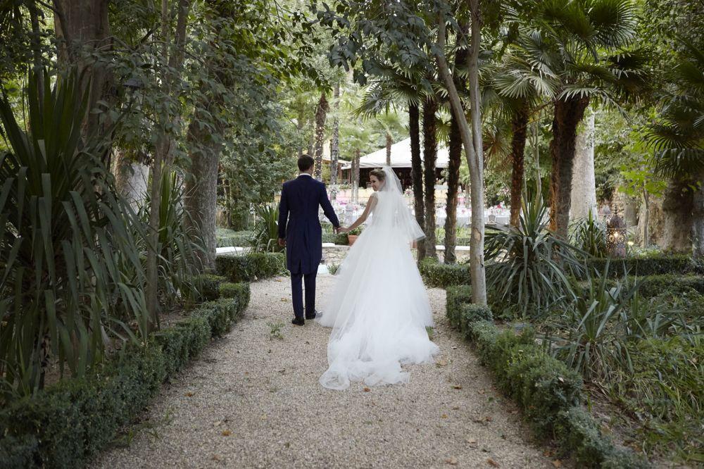 Patricia y Juan se casaron en  una boda romántica y llena de flores...
