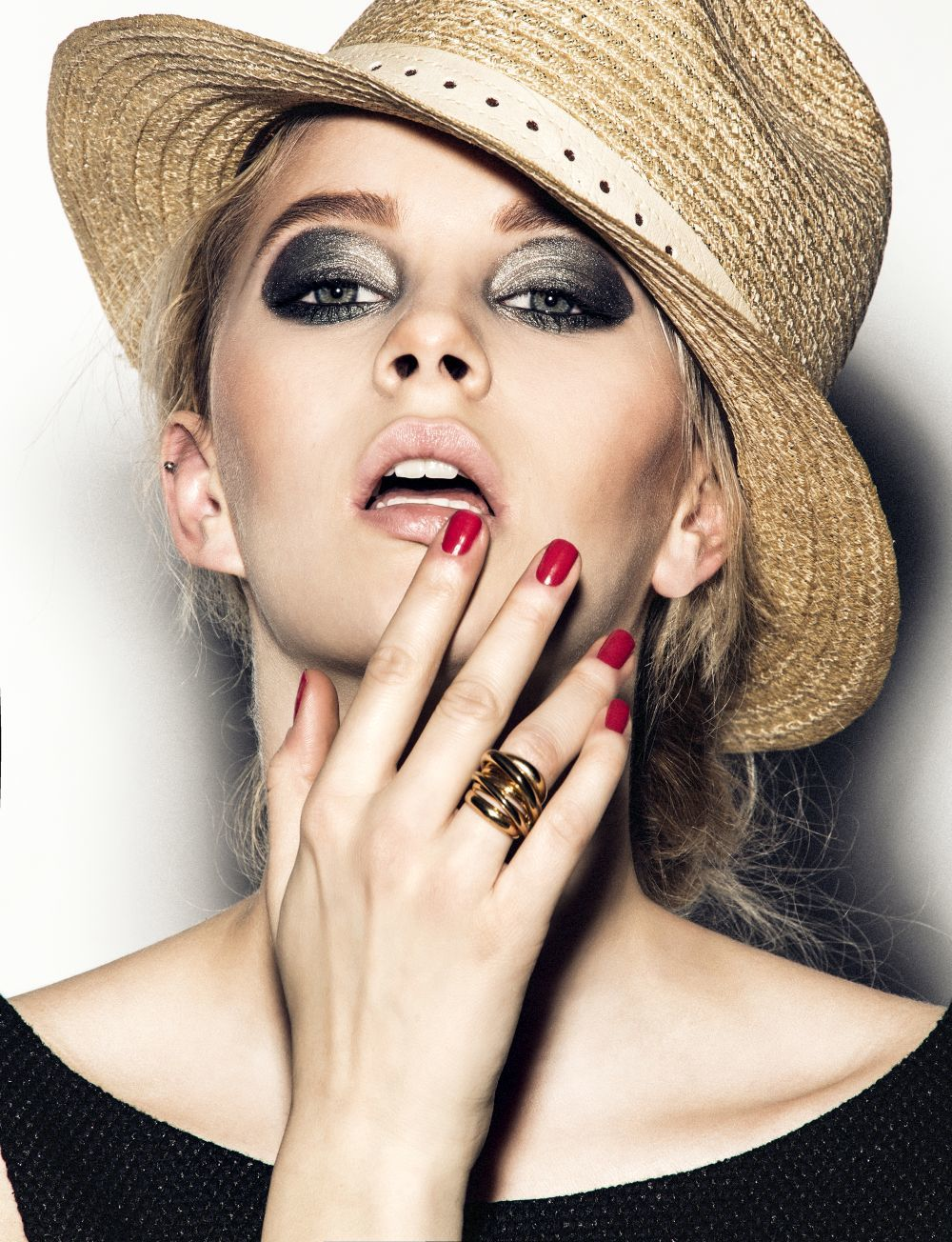 El top coat es clave para fijar el color en tus uñas y que te duren...