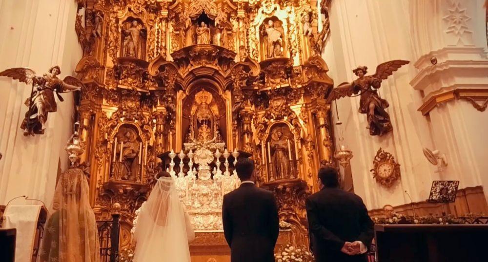Mila y Mario se casaron en una ceremonia religiosa en la Iglesia de...