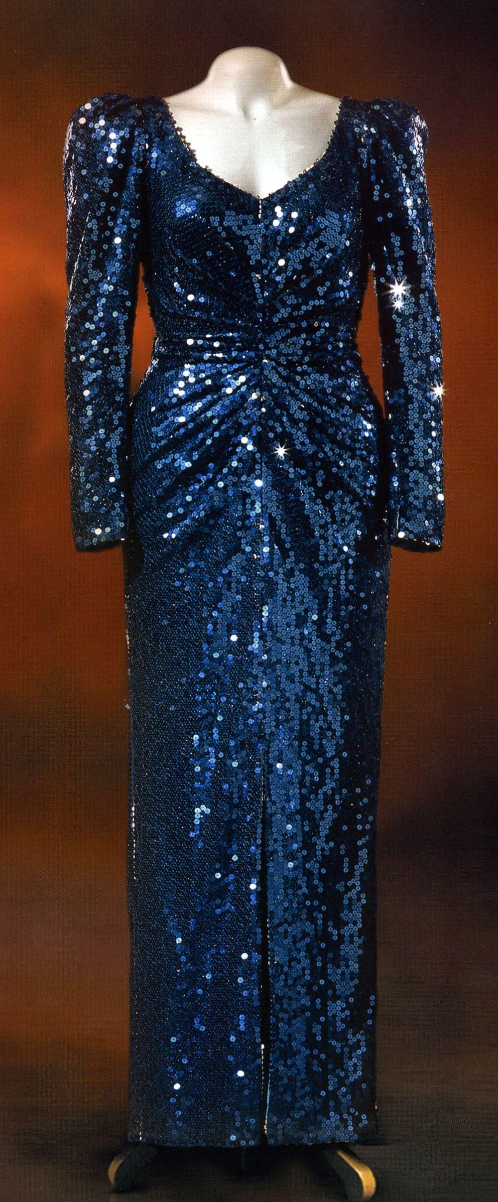 Vestido expuesto en Diana: Her Fashion Story en el Palacio de...