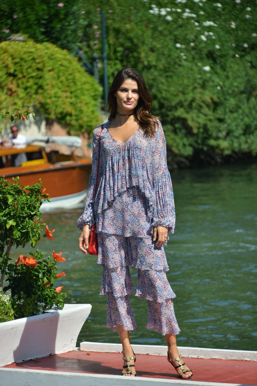 La modelo Isabeli Fontana protagoniza el look del día.