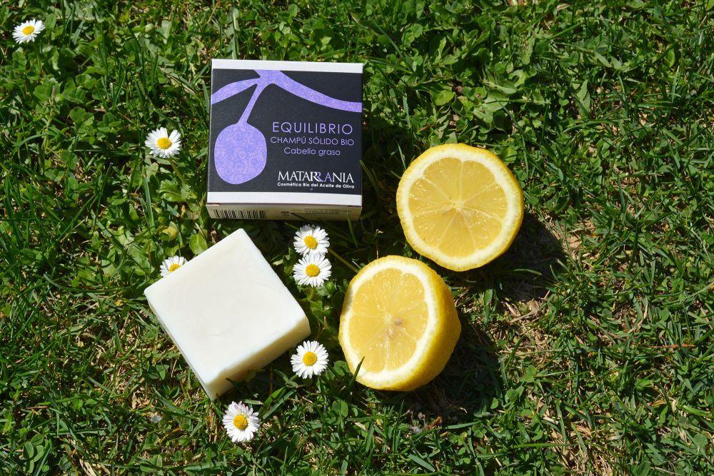 Champú para pelo graso de Matarrania (11,50 euros) con limón, árbol...
