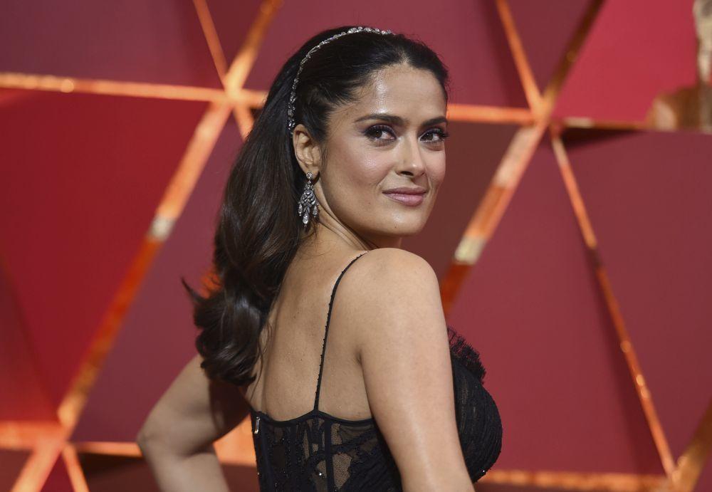 La actriz mexicana Salma Hayek presumiendo de melenón y belleza...