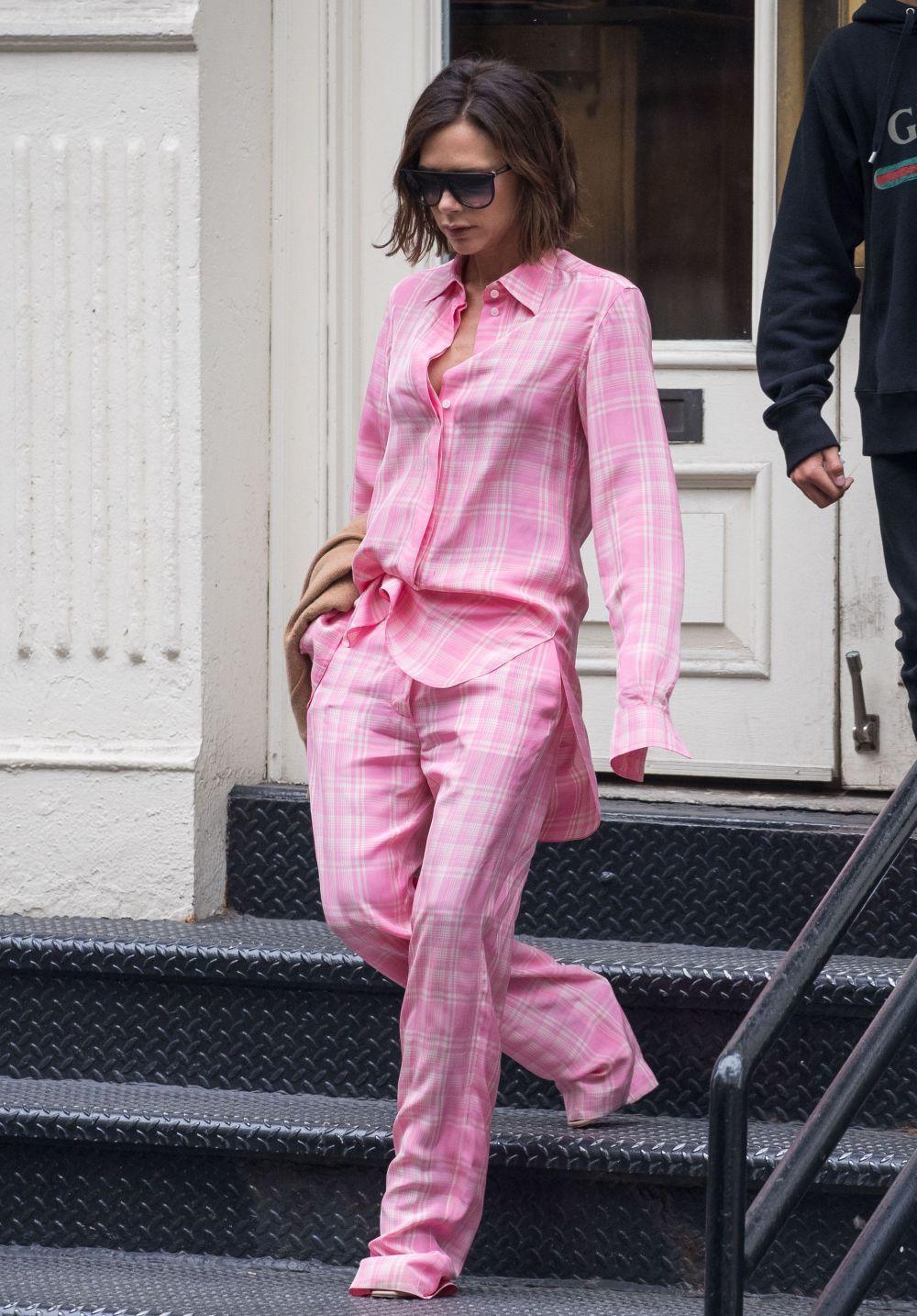 Victoria Beckam paseando por las calles de Nueva York con un total...