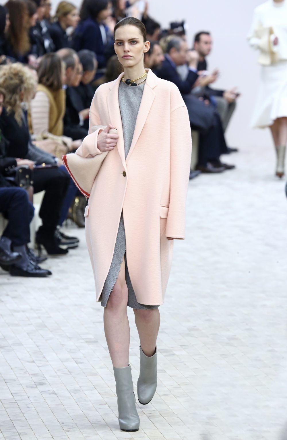 Abrigo 'millenial pink' de la colección otoño/invierno 2013 de la...