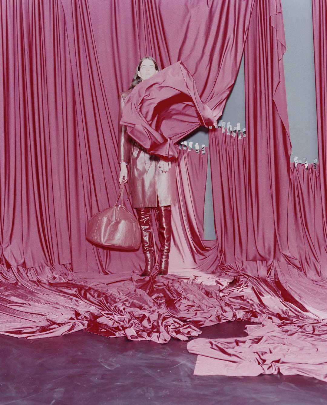 Imagen de la  campaña de Balenciaga para su colección...
