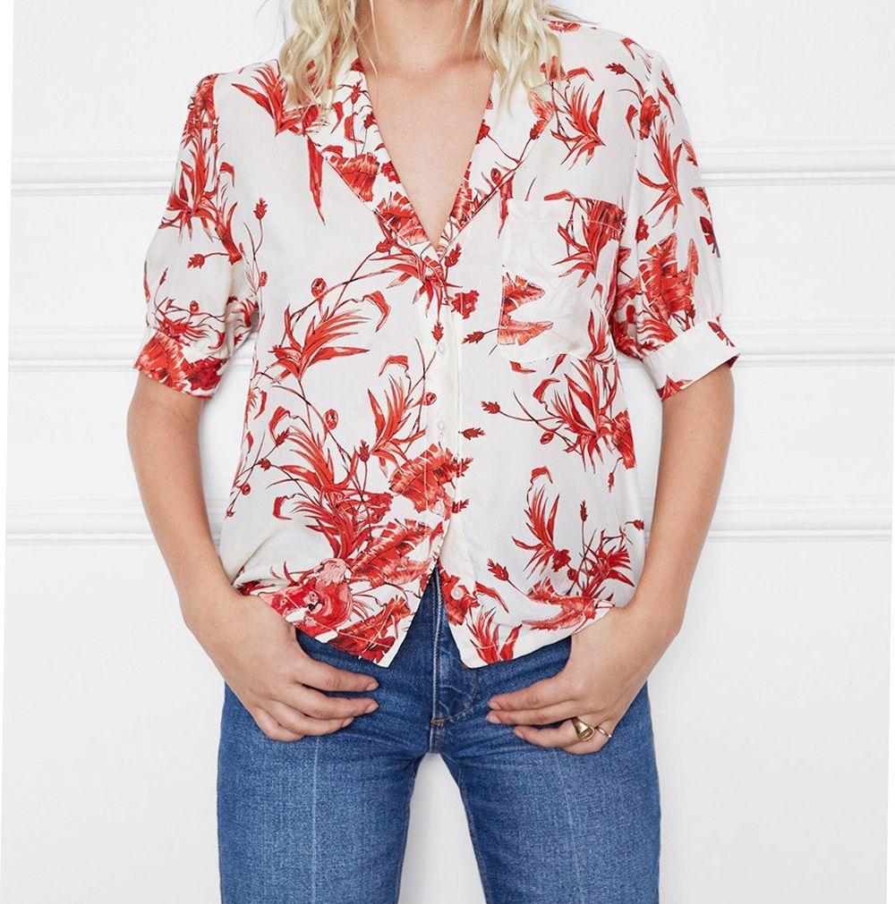 Camisa floral de Anine Bing (159 euros).