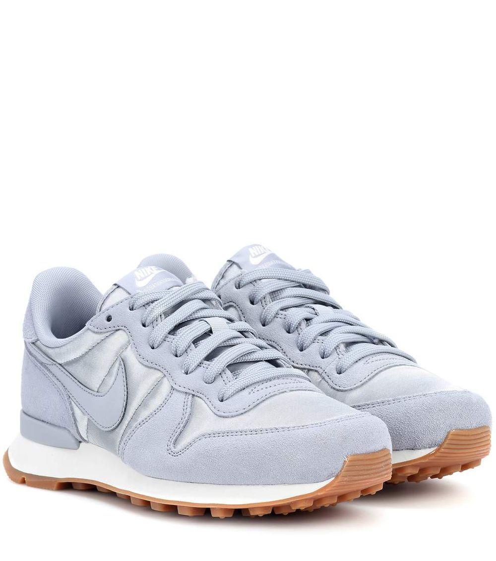 Zapatillas de Nike (90 euros).