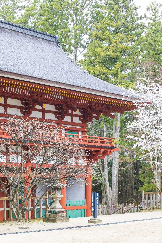 Durante los meses de abril y mayo sucede la poética floración e los...