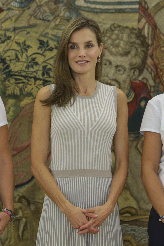 Doña Letizia estrena curso contra el cáncer y a favor del medio...