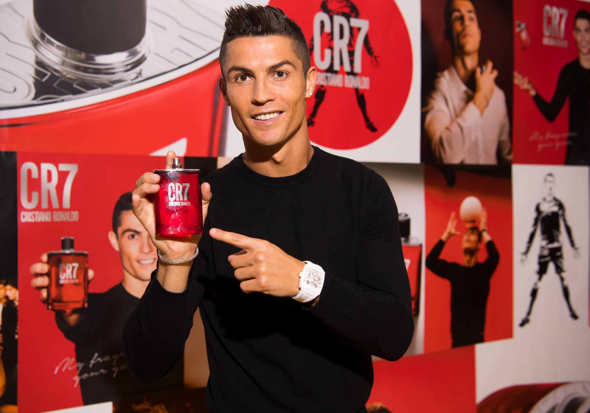 """Cristiano Ronaldo presenta su nueva fragancia para uso diario """"CR7"""" en..."""