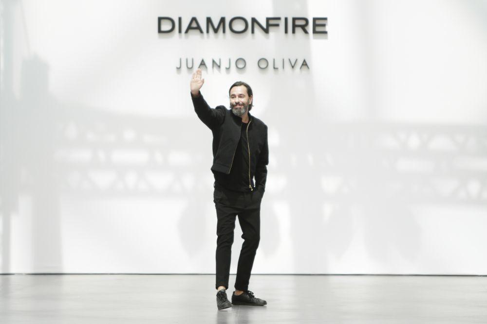 Juanjo Oliva rompe con calendario de MBFWM