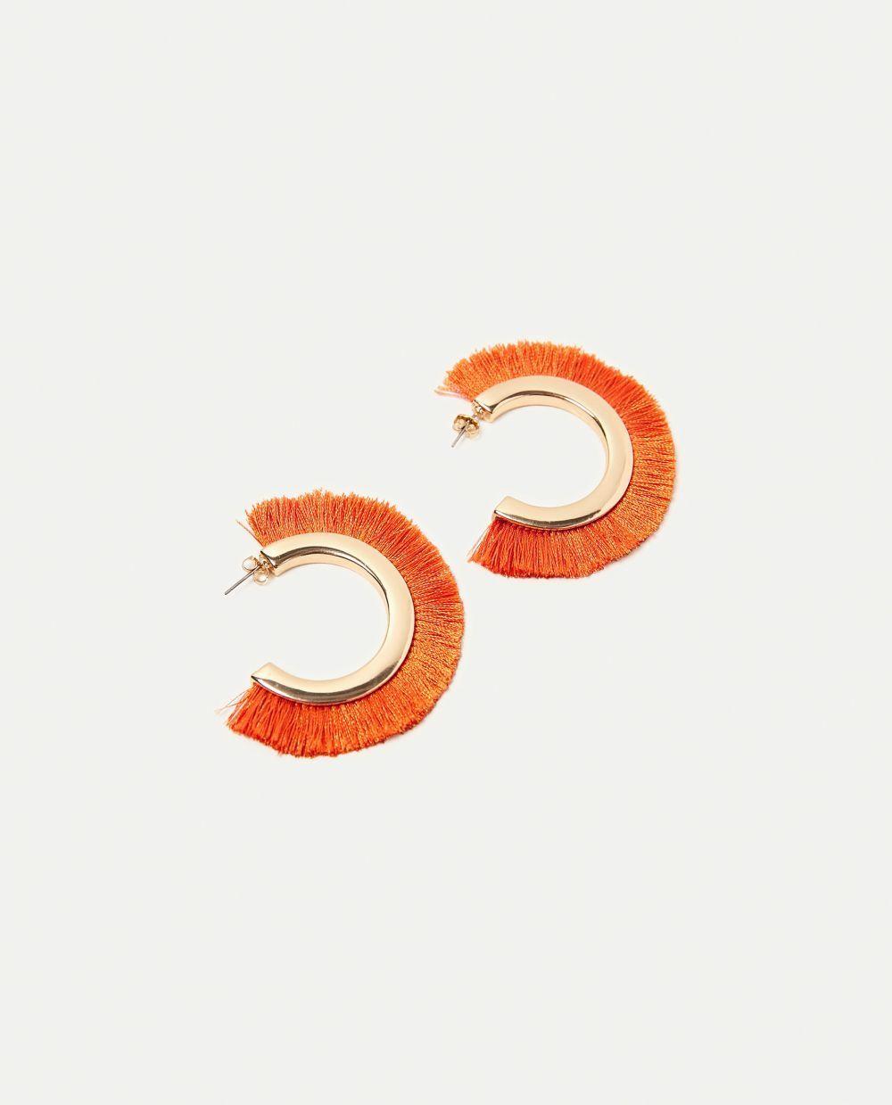 Pendientes de aro con flecos naranjas, de Zara