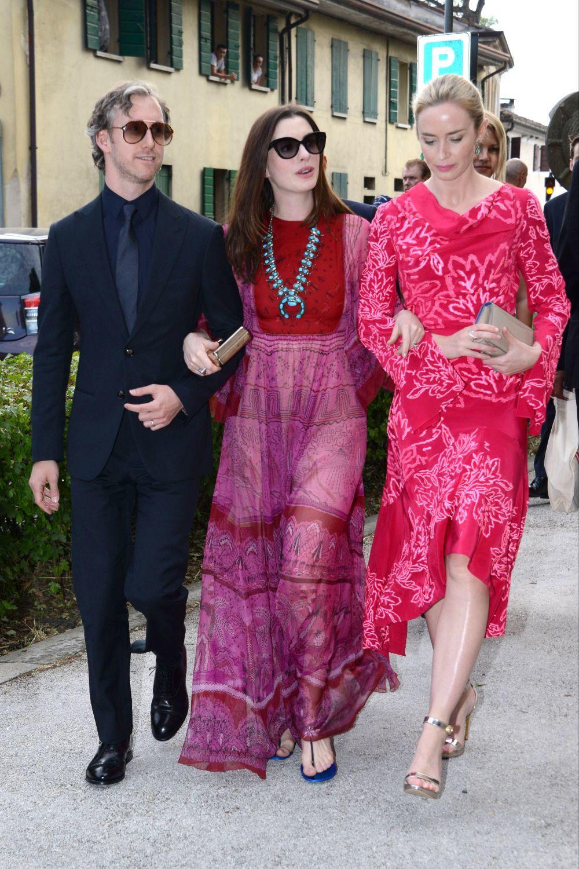 Anne Hathaway y Emily Blunt   Las novias e invitadas mejor...