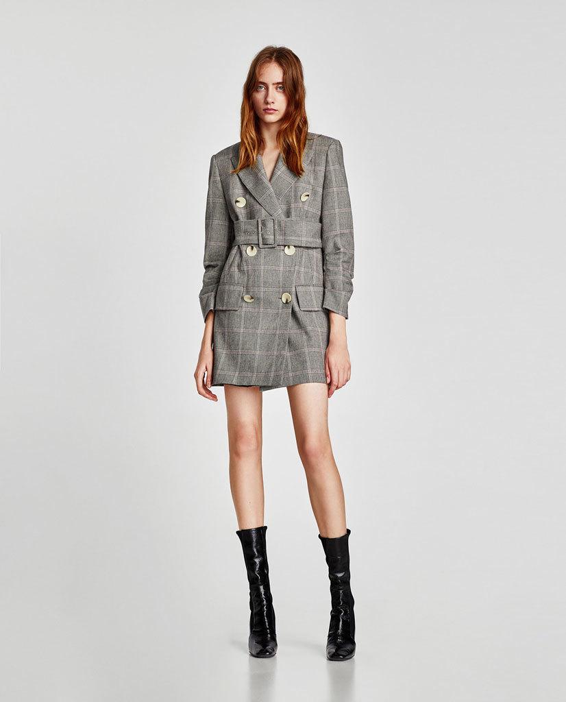 Blazer o chaqueta-vestido de cuadros, de Zara.
