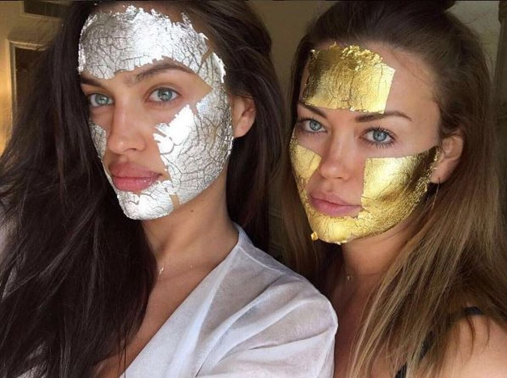 Irina Shayk y Tatiana Petenkova con el tratamiento Wonder Mask de Mimi...