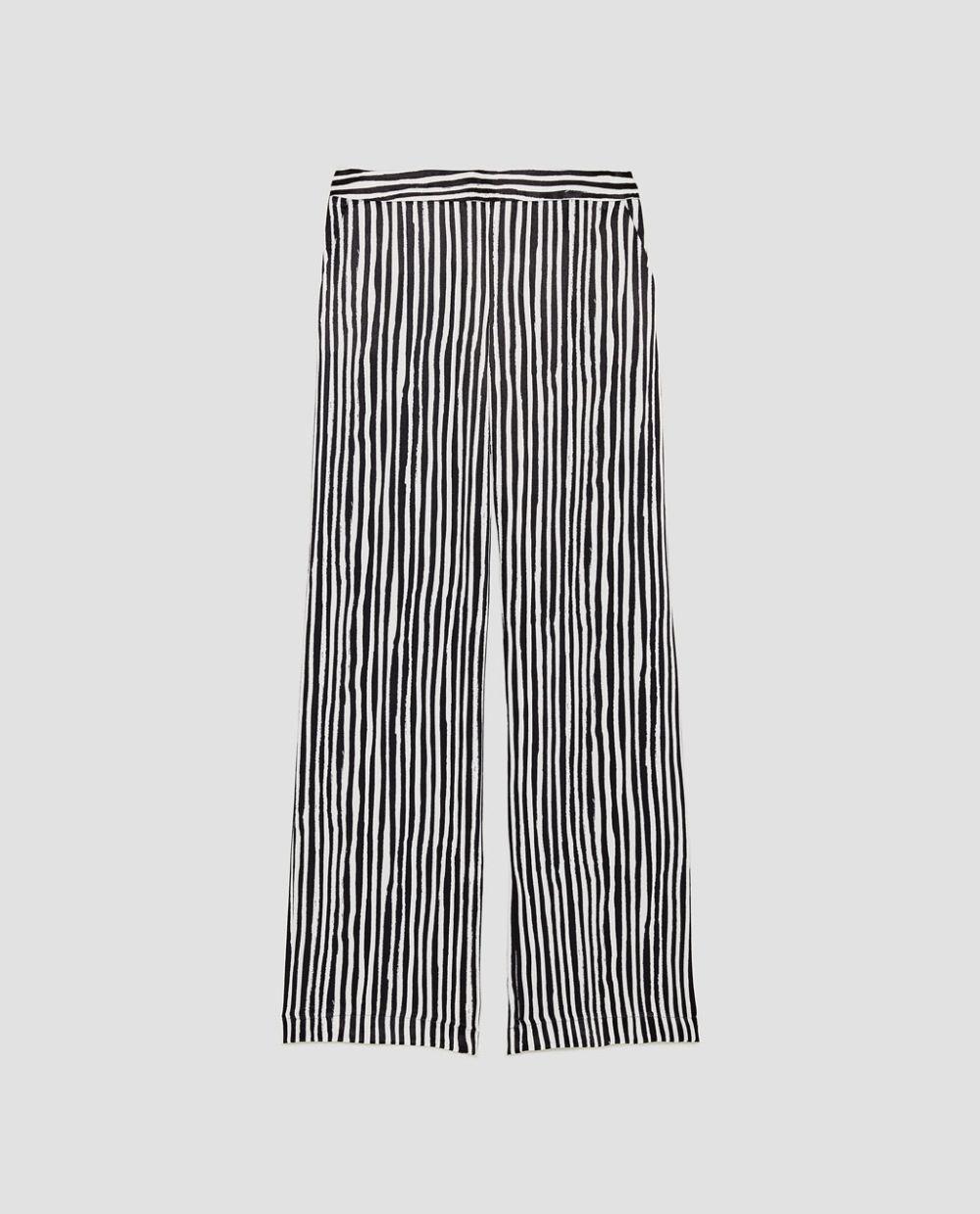 Pantalón a rayas de Zara (29,95 euros).