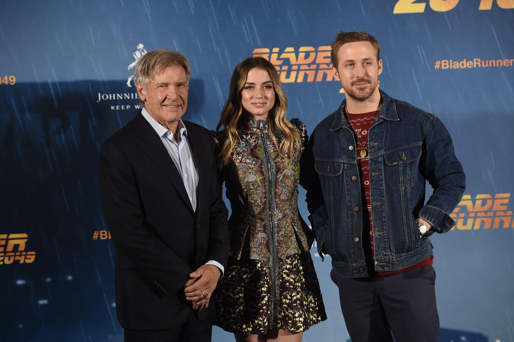 Harrison Ford, Ana de Armas y Ryan Gosling durante la presentación de...