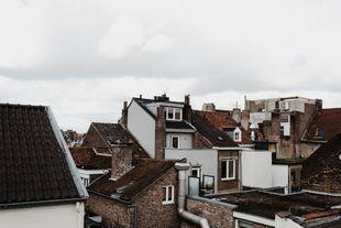 Los tejados de la ciudad sirven como escenario perfecto a esta...