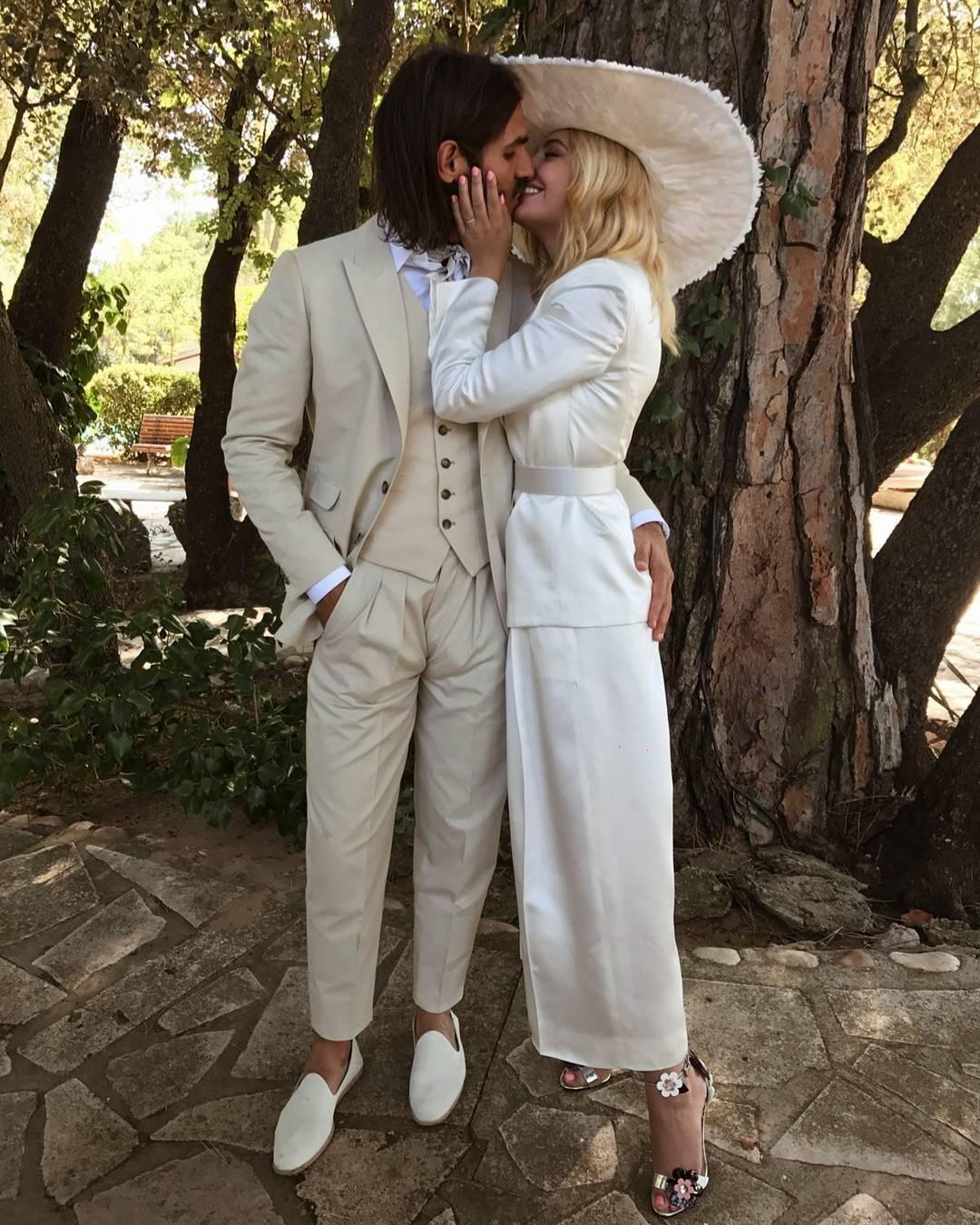 La pareja celebró su enlace el pasado 23 de septiembre enfundada en...