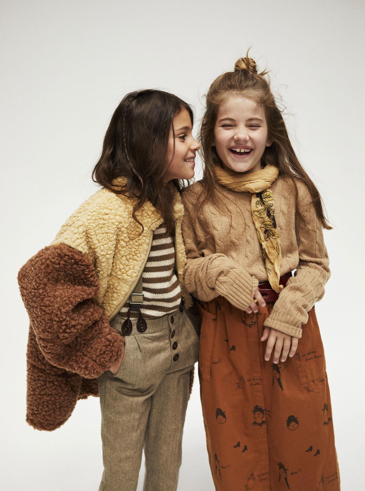 Marta con abrigo (209 euros) y jersey (95 euros), de Tao (The Animals...