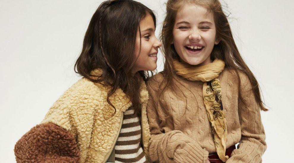 Un armario infantil de otoño-invierno en tonos cálidos