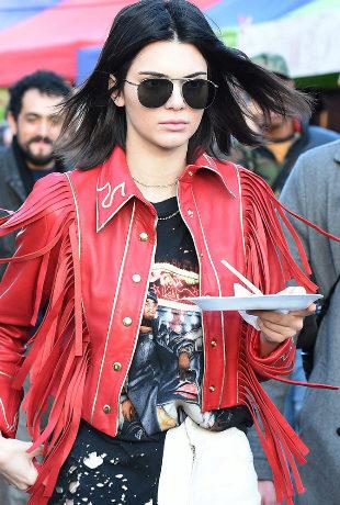 Kendall Jenner comiendo un tentempié. En la dieta de la top, no...