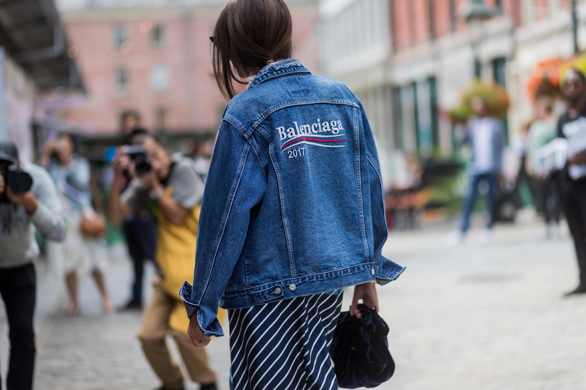 Una invitada durante Nueva York Fashion Week.