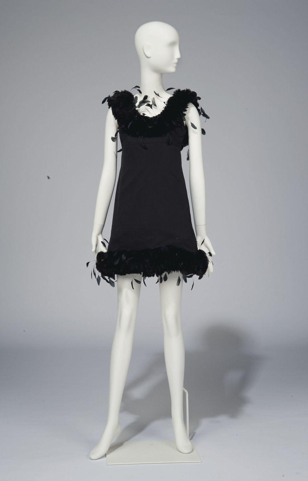 Vestido diseñado por Givenchy que Audre Hepburn lució en una sesión...