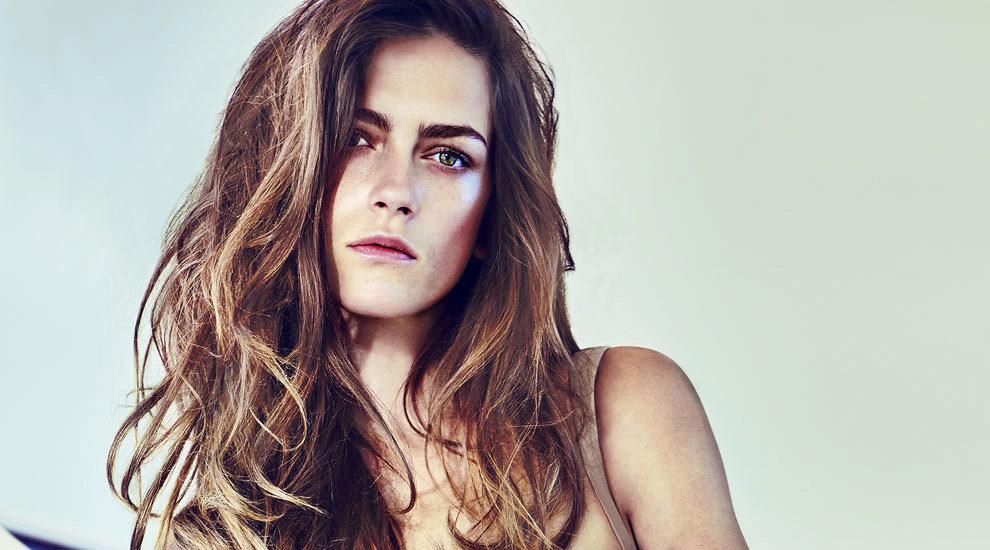 Te contamos cómo conseguir un pelo más denso y con más volumen con...