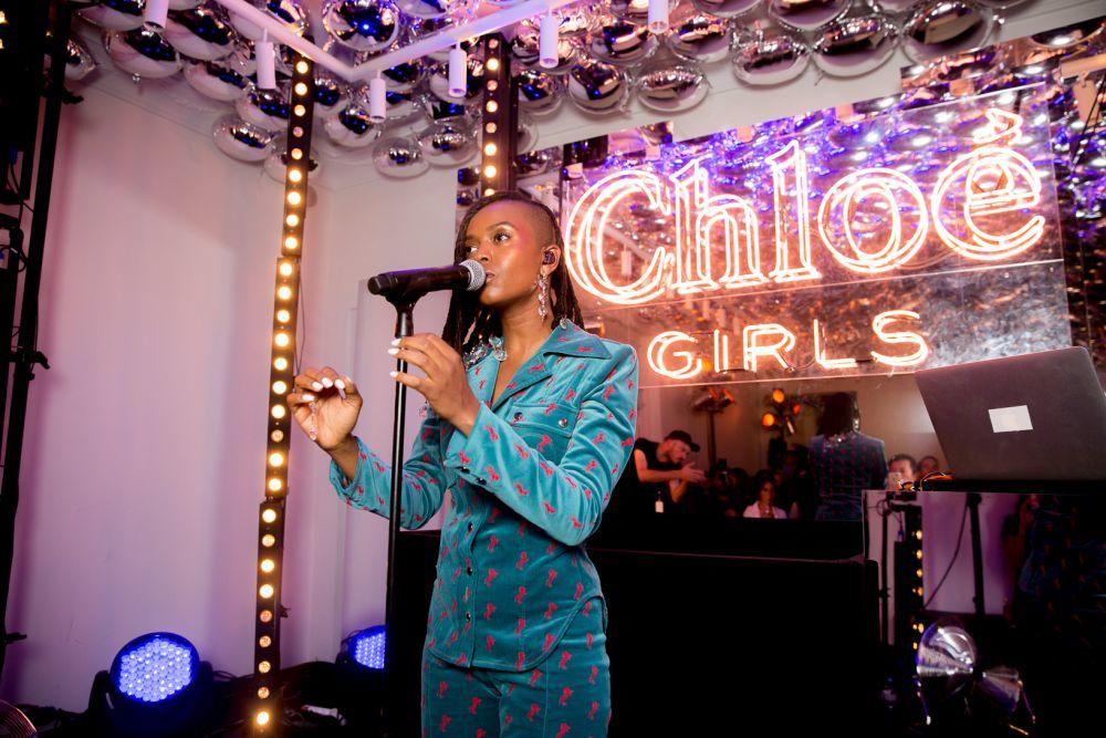 La cantante Kelela fue la encargada de amenizar la velada.