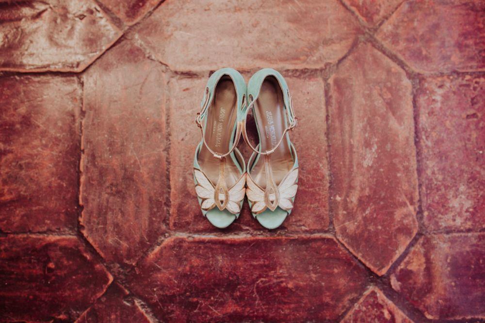 Sara optó por unos zapatos a medida de Jesús Mendizábal, de aire...