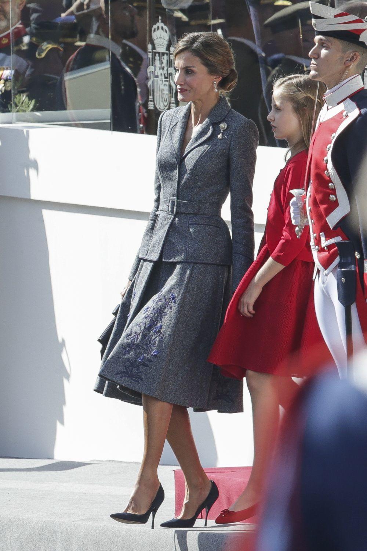 Letizia, en el día de la Hispanidad, con un traje de chaqueta de...