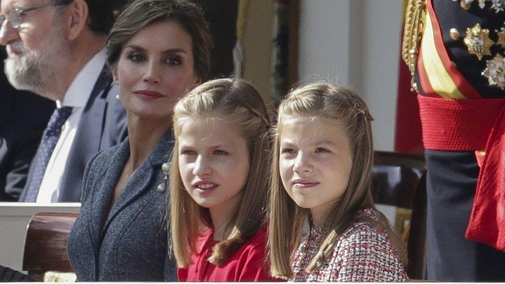 La reina Letizia junto a sus hijas, la Princesa de Asturias y la...