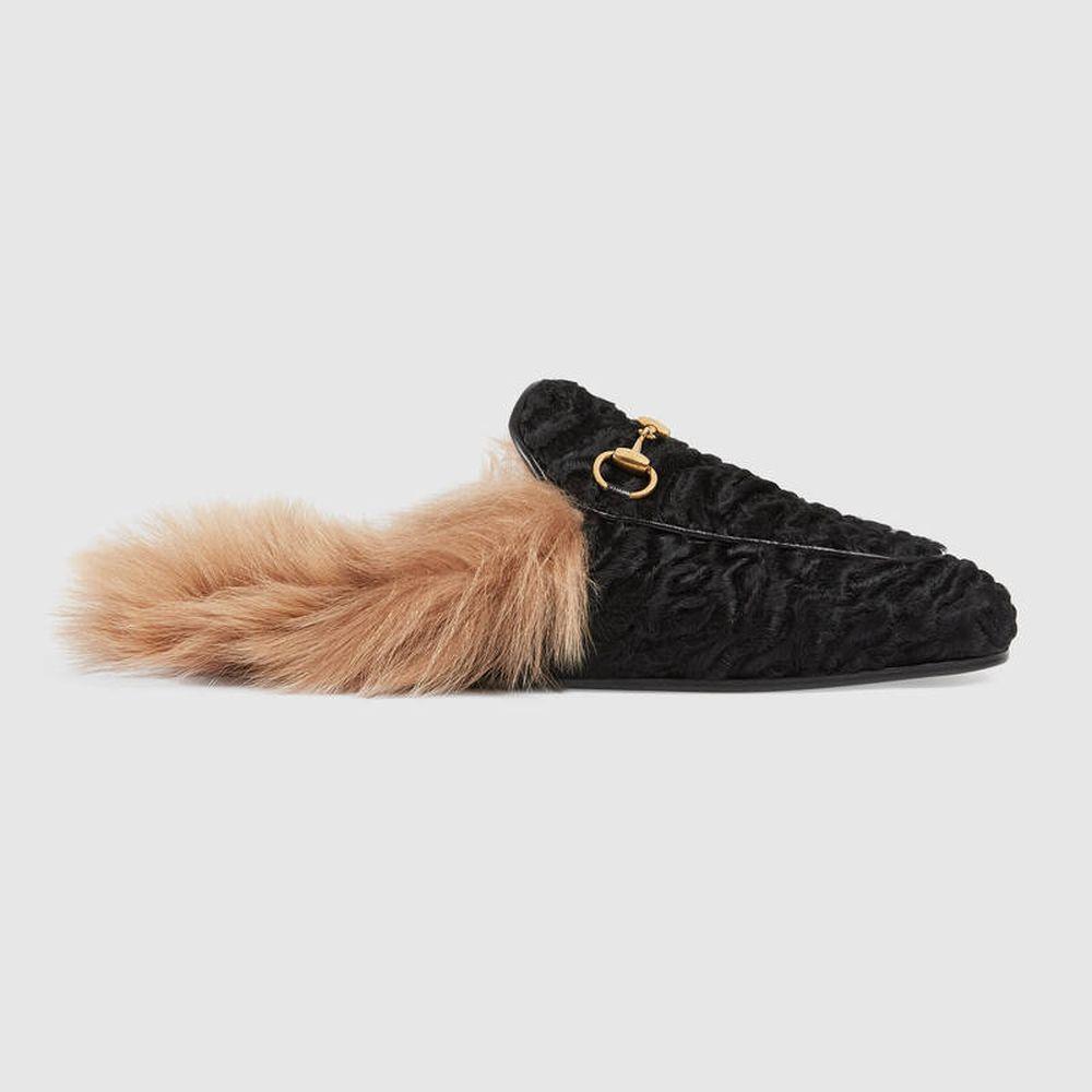 Los mocasines peludos se han convertido en el calzado insignia de la...