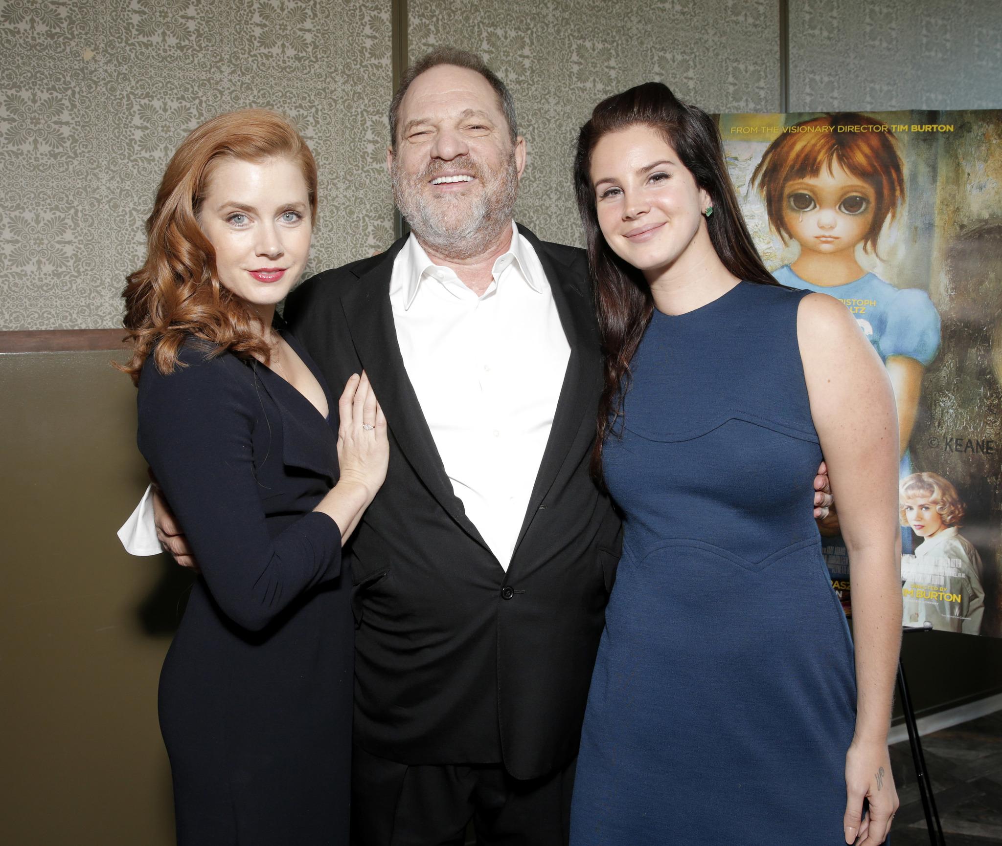 Amy Adams con el productor Harvey Weinstein y la cantante Lana Del...