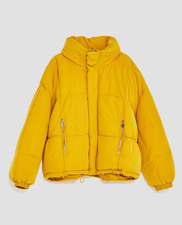 Abrigo amarillo plumas