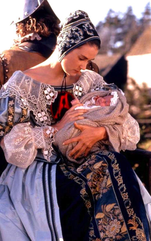 La letra escarlata (1995) protagonizada por Demi Moore.