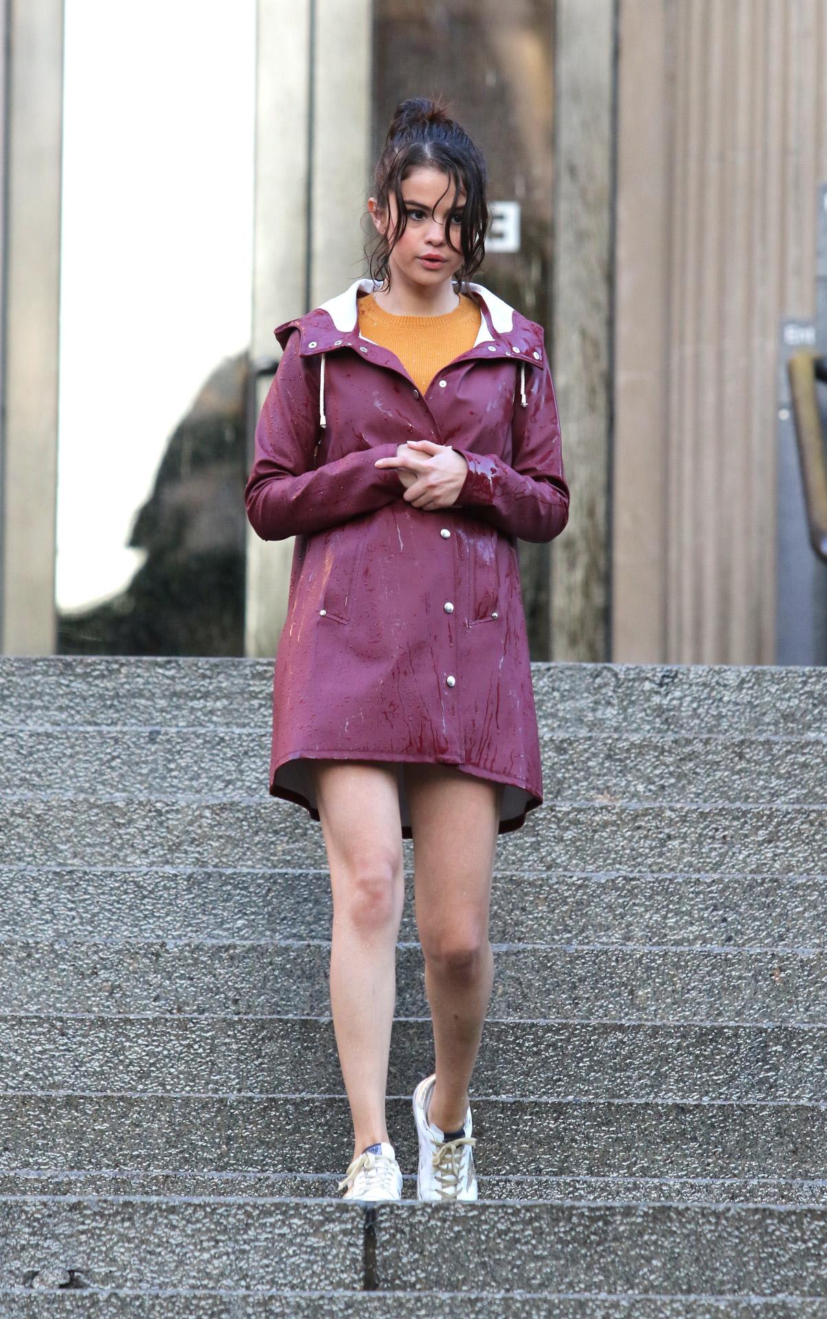 Selena Gómez durante un lluvioso día en Nueva York.