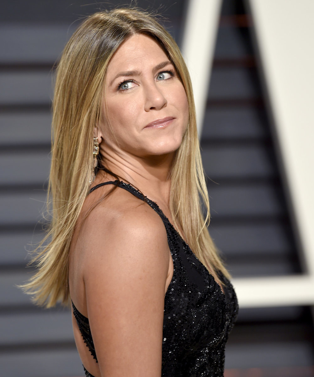 Jennifer Aniston cuenta acaba de presentar su nuevo y primer perfume:...