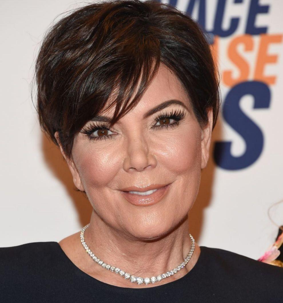 Kris Jenner con su color de pelo negro natural antes del cambio de...