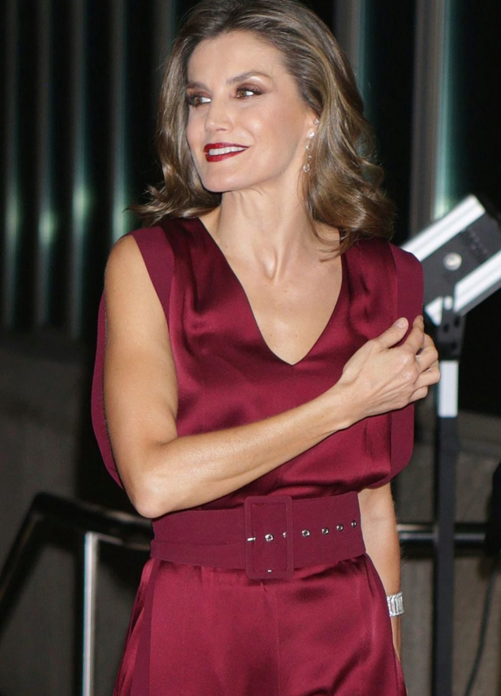 Letizia acudió a los Premios Mariano de Caviaremios con un look de...