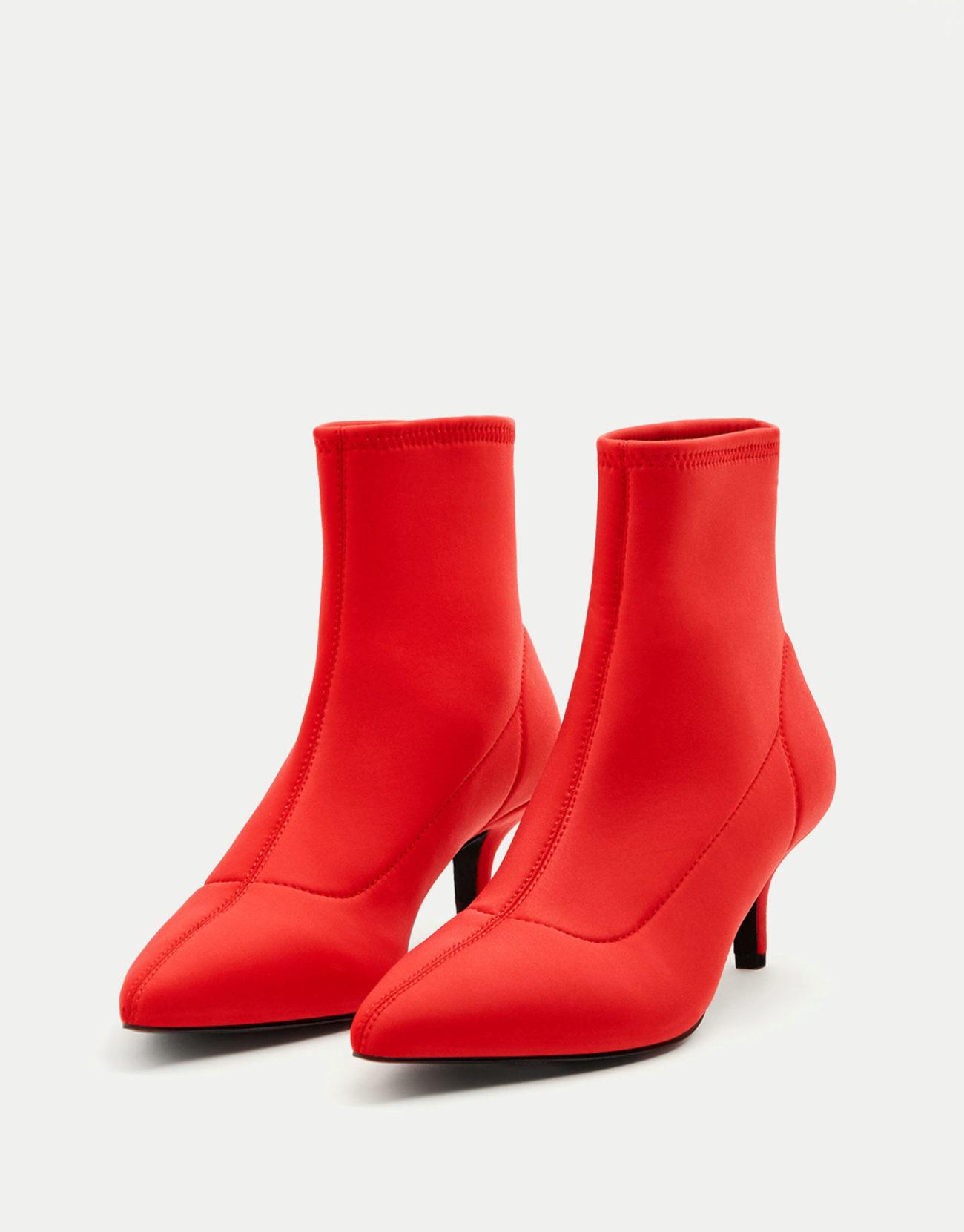 "Botines con tacón ""kitten heel"", de Pull&Bear (35,99 euros)."