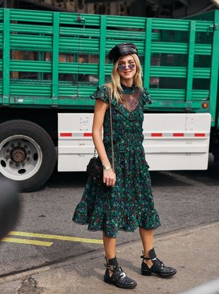 Chiara Ferragni con botas militares durante la NYFW.