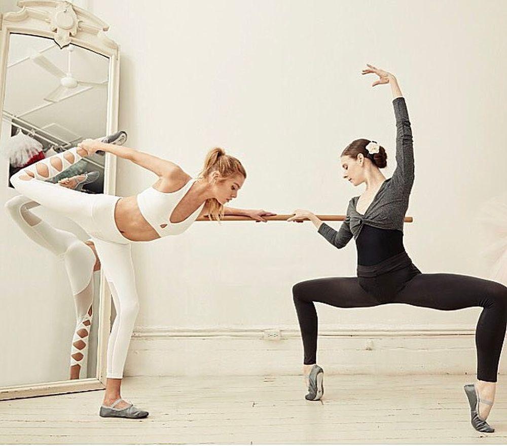 La modelo Stela Maxwell se estira con la creadora de Ballet Beautiful